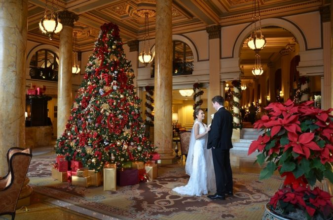 christmas-wedding-in-washington-dc-willard-hotel-jessica-schmitt-photography-675x447 8 Festive Tips for a Christmas-Themed Wedding