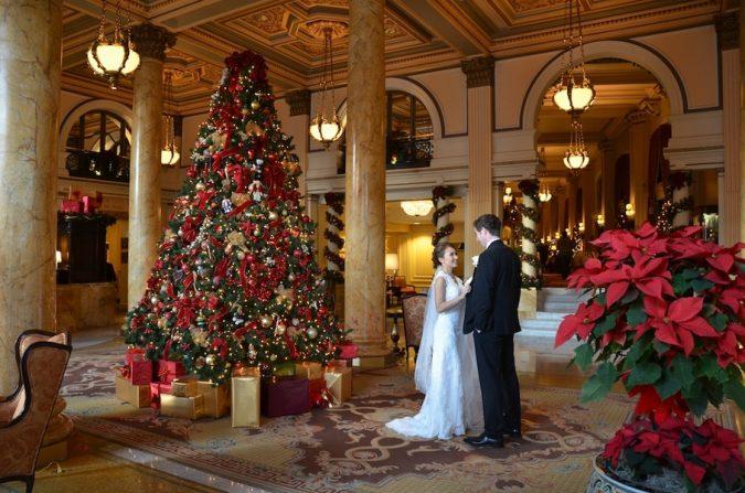 christmas-wedding-in-washington-dc-willard-hotel-jessica-schmitt-photography-675x447 8 Festive Tips for a Christmas-Themed Wedding