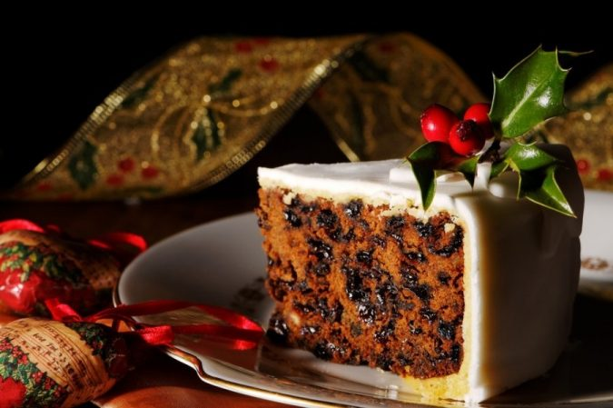 classic-Christmas-cake-decoration-2-675x449 Top 10 Mouth-watering Christmas Cake Decorations 2020