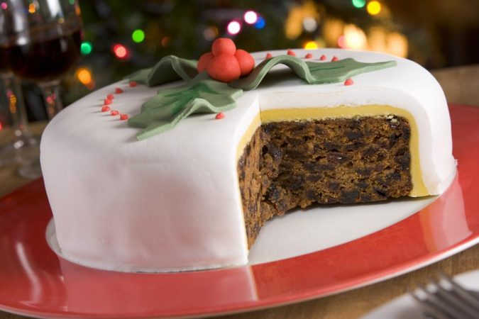 classic-Christmas-cake-decoration-675x450 Top 10 Mouth-watering Christmas Cake Decorations 2018