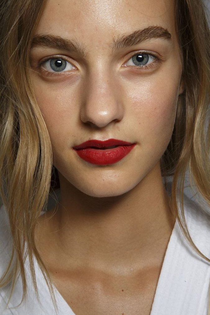 deep-red-lips-with-no-other-makeup-675x1013 Makeup Trends for a Gorgeous Look in 2018