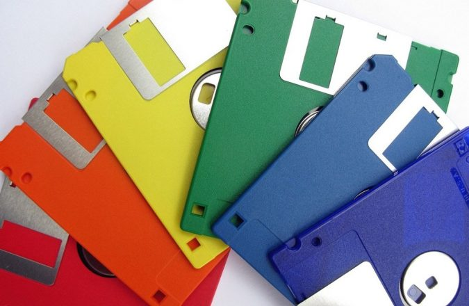 floppy-disks-1-675x440 Top 10 Outdated Technologies Will Be Used Till 2019