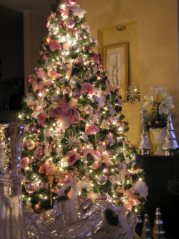 floral-christmas-tree Top 10 Christmas Decoration Ideas & Trends 2019/2020