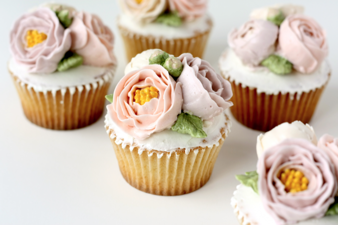 flower-cupcakes-gardeen-party-2-675x450 Top 10 Best Spring Party Ideas for 2018