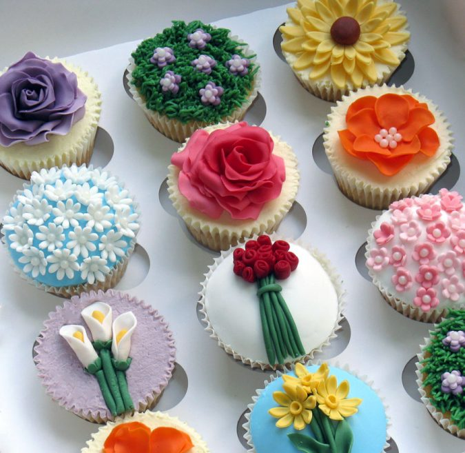 flower-cupcakes-garden-party-2-675x657 Top 10 Best Spring Party Ideas for 2018