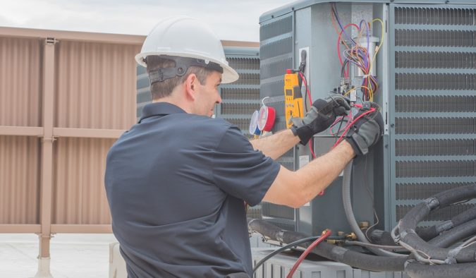 furnace-technician-working-on-heat-pump-675x394 Top 10 US Areas Need Furnace Repair services