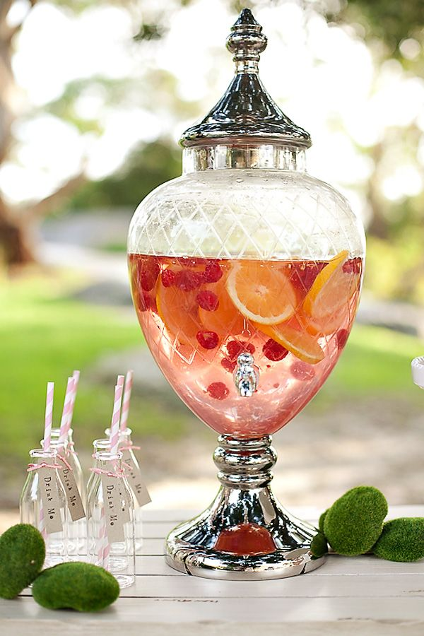 garden-party-welcome-drink Top 10 Best Spring Party Ideas for 2018
