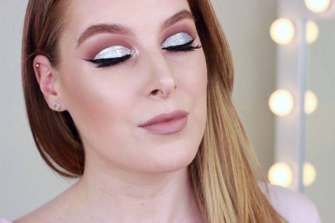 glitter-cut-crease-eye-makeup-675x450 Makeup Trends for a Gorgeous Look in 2018