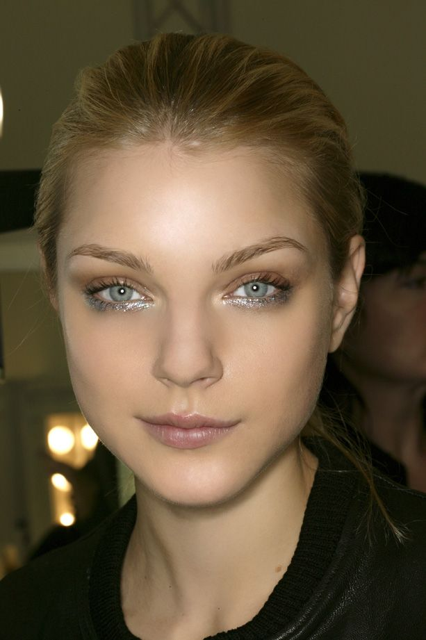 glitter-under-eye-makeup 11 Exclusive Makeup Ideas for a Gorgeous Look in 2020