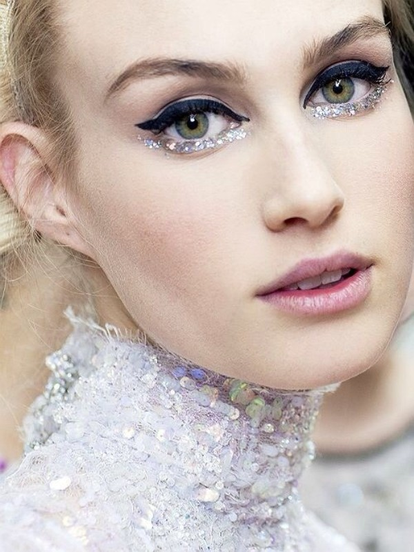 glittering-eyes-glitter-eye-makeup Makeup Trends for a Gorgeous Look in 2018