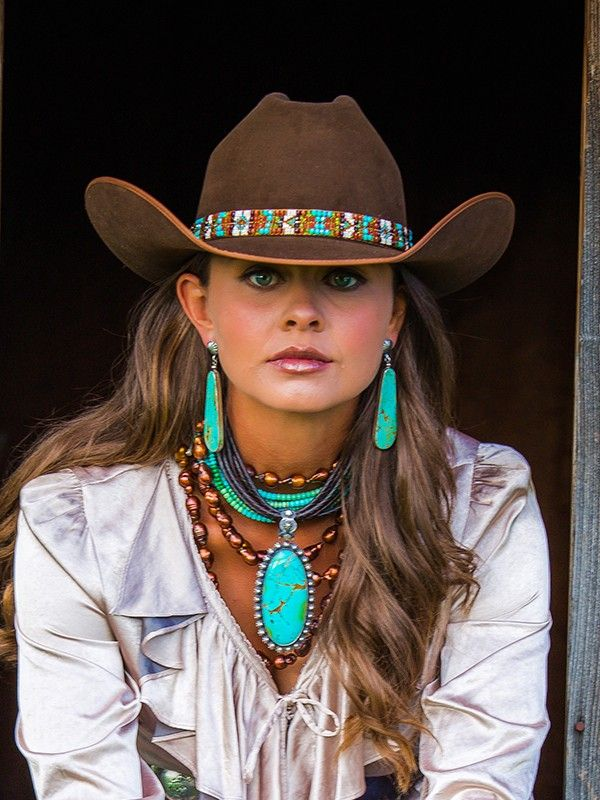 hat-bands-with-tribal-prints-cowgirl-style-cowgirl-hat 8 Catchy Hat Trends for Men & Women in Summer 2018