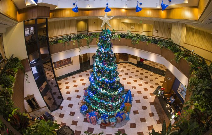 hotel-reception-in-Christmas-season-675x431 Top 10 Exclusive Tips to Find Cheapest Hotel Deals