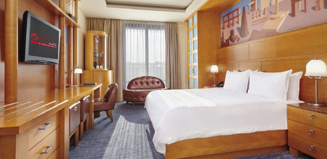 hotel-room-Hotel-Michael-DeluxeKing-675x329 Top 10 Exclusive Tips to Find Cheapest Hotel Deals
