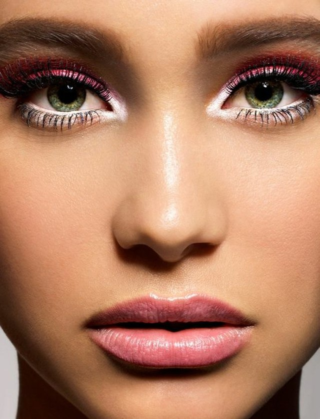 inner-corner-eye-makeup Top 10 Makeup Tricks to Look Younger