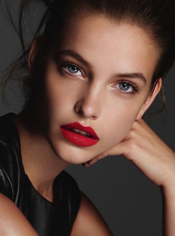 inner-corners-white-eye-liner-eye-makeup Top 10 Makeup Tricks to Look Younger