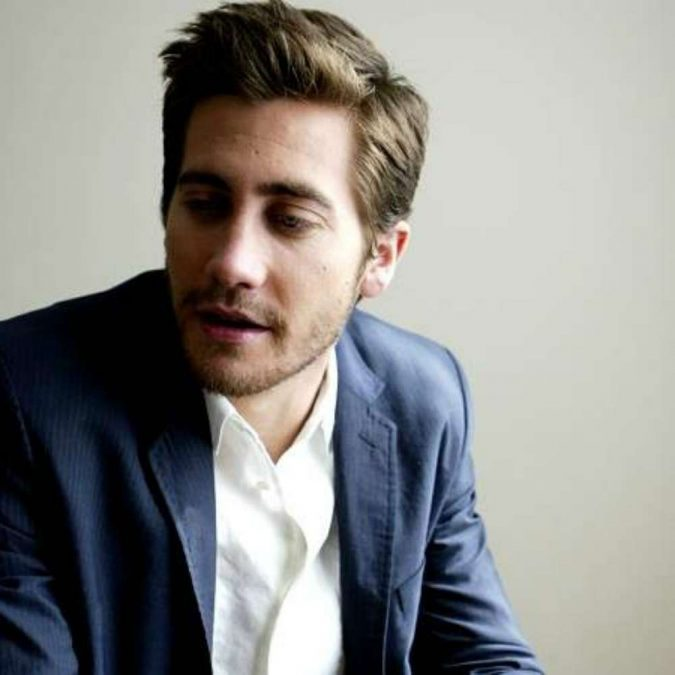 jake-gyllenhaal-side-part-hairstyle-675x675 2018 Trends: 6 Trendy Wavy Hairstyles For Men