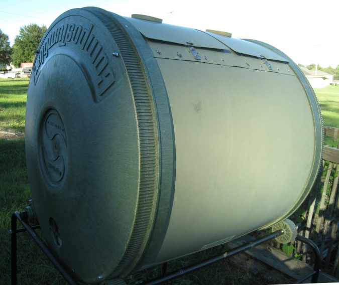 large-Composter-675x568 How to Choose the Right Composter