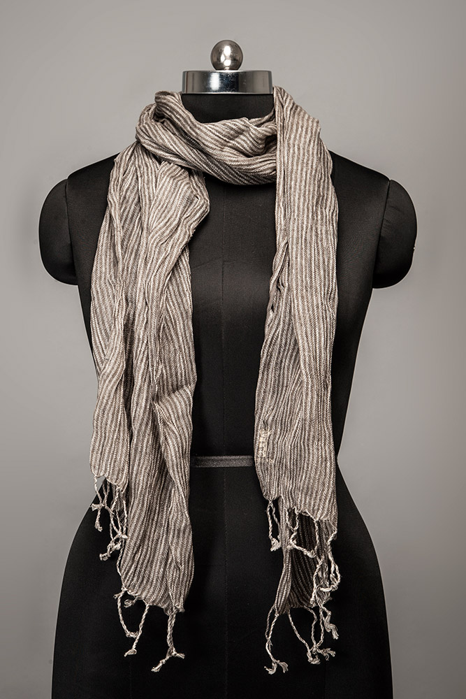 linen-stripped-scarf +25 Catchiest Scarf Trends for Women in 2018