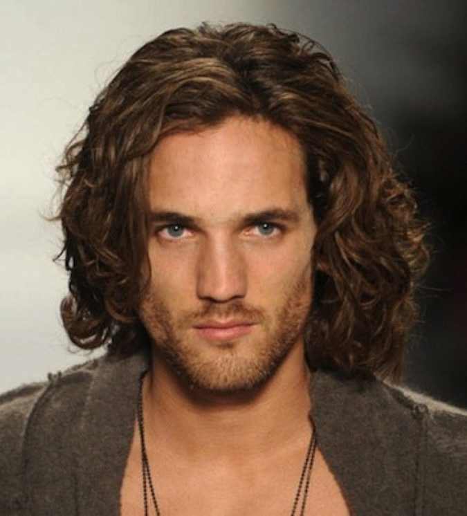 long-hairstyles-for-men-2-675x746 2018 Trends: 6 Trendy Wavy Hairstyles For Men