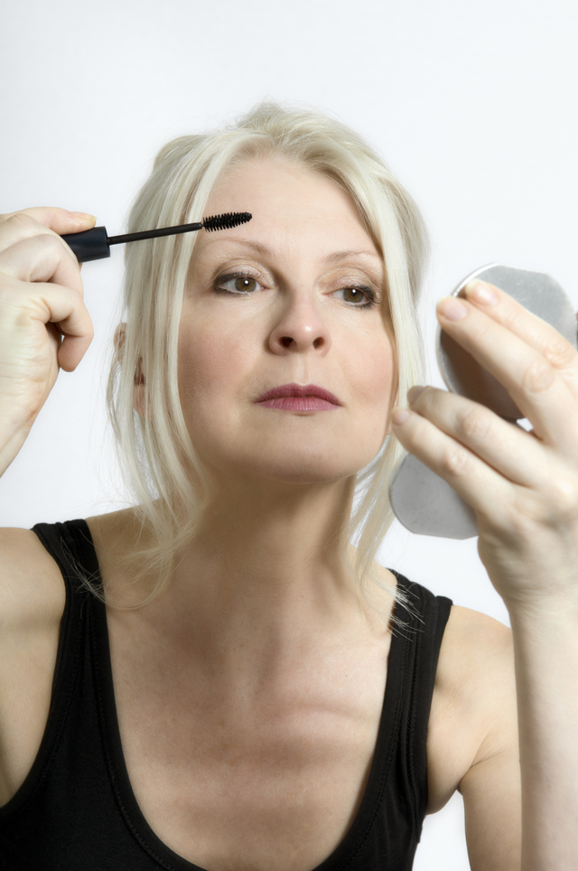 mature-makeup-middle-aged-woman Top 10 Makeup Tricks to Look Younger