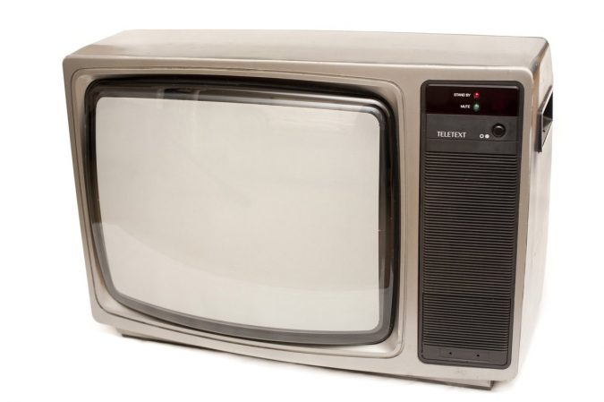 old-CRT-screen-675x449 Top 10 Outdated Technologies Will Be Used Till 2020