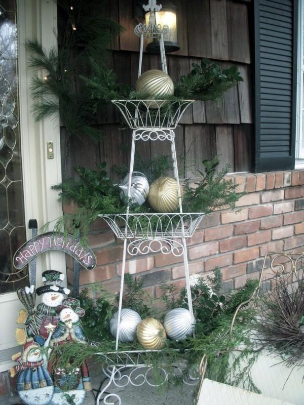outdoor-Christmas-decoration-105 91+ Adorable Outdoor Christmas Decoration Ideas in 2020