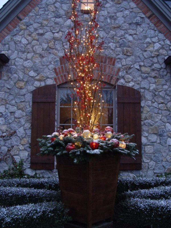 outdoor-Christmas-decoration-114 91+ Adorable Outdoor Christmas Decoration Ideas in 2020