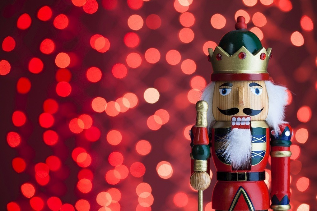 outdoor-Christmas-decoration-140 3 Tips to Help You Avoid Bankruptcy