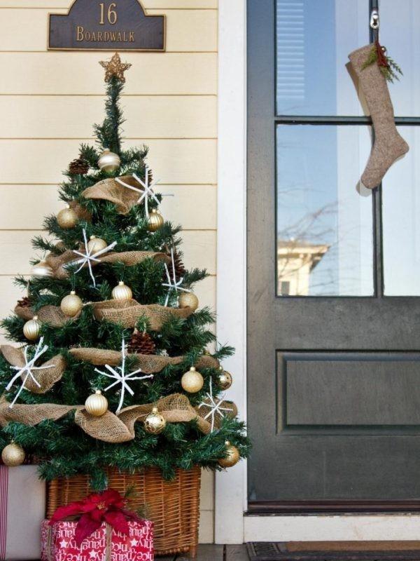 outdoor-Christmas-decoration-98 91+ Adorable Outdoor Christmas Decoration Ideas in 2020