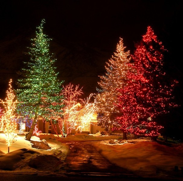outdoor-Christmas-light-decoration-ideas-114 98+ Magical Christmas Light Decoration Ideas for Your Yard 2018