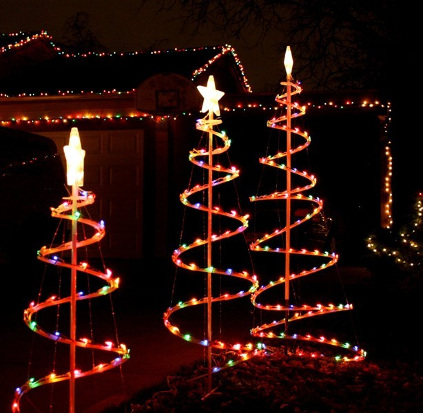 outdoor-Christmas-light-decoration-ideas-115 98+ Magical Christmas Light Decoration Ideas for Your Yard 2018