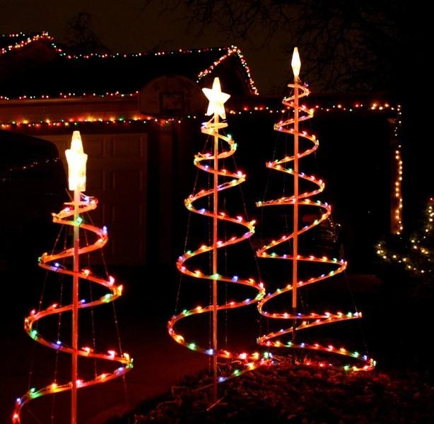 outdoor-Christmas-light-decoration-ideas-115 98+ Magical Christmas Light Decoration Ideas for Your Yard