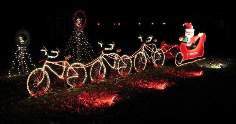 outdoor-Christmas-light-decoration-ideas-129 98+ Magical Christmas Light Decoration Ideas for Your Yard