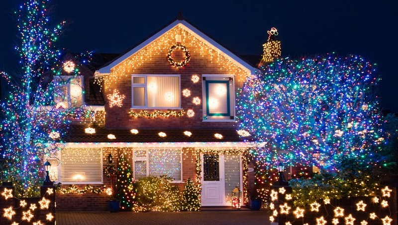 outdoor-Christmas-light-decoration-ideas-134 98+ Magical Christmas Light Decoration Ideas for Your Yard 2018