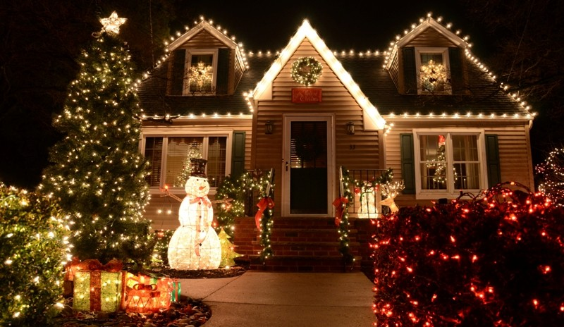 outdoor-Christmas-light-decoration-ideas-135 98+ Magical Christmas Light Decoration Ideas for Your Yard 2018