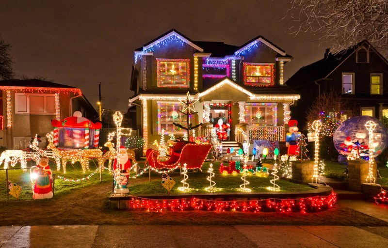 outdoor-Christmas-light-decoration-ideas-139 98+ Magical Christmas Light Decoration Ideas for Your Yard 2018