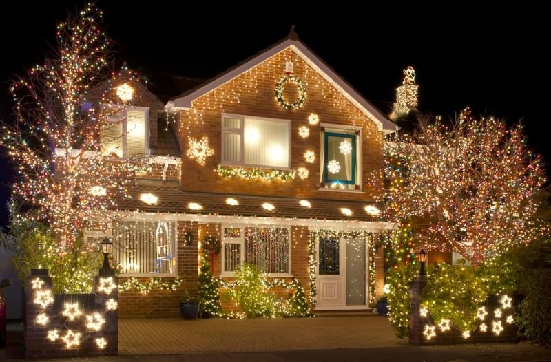 outdoor-Christmas-light-decoration-ideas-140 98+ Magical Christmas Light Decoration Ideas for Your Yard
