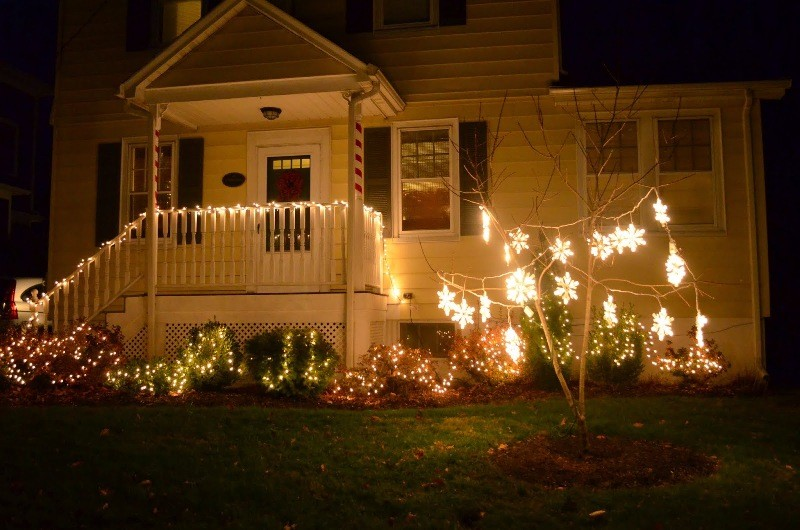 outdoor-Christmas-light-decoration-ideas-144 98+ Magical Christmas Light Decoration Ideas for Your Yard 2018