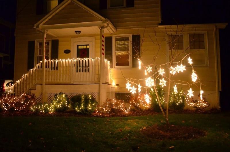 outdoor-Christmas-light-decoration-ideas-144 98+ Magical Christmas Light Decoration Ideas for Your Yard