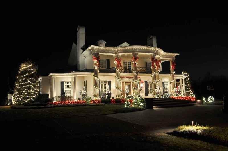 outdoor-Christmas-light-decoration-ideas-145 98+ Magical Christmas Light Decoration Ideas for Your Yard