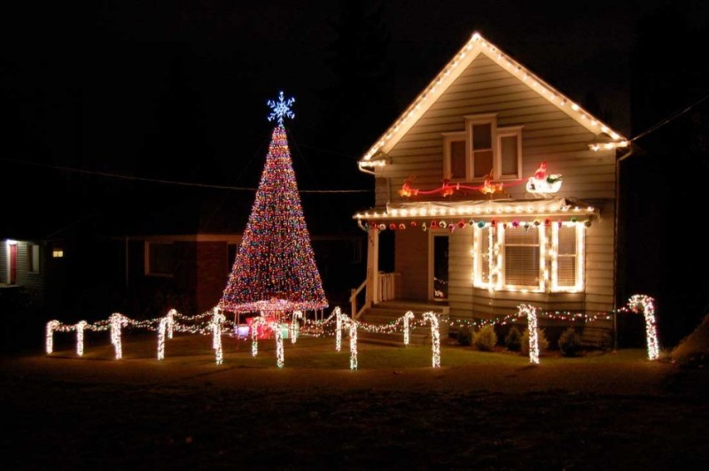 outdoor-Christmas-light-decoration-ideas-148 98+ Magical Christmas Light Decoration Ideas for Your Yard 2018