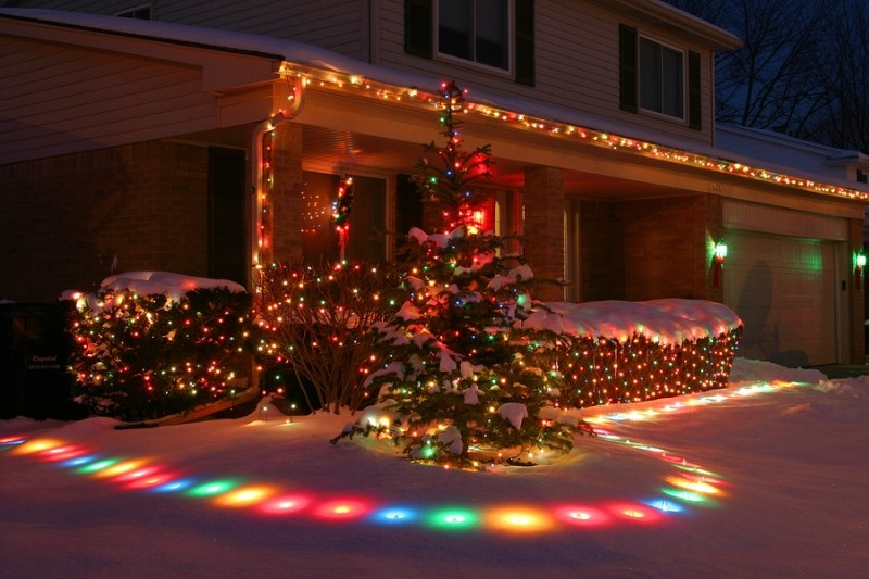 outdoor-Christmas-light-decoration-ideas-152 98+ Magical Christmas Light Decoration Ideas for Your Yard 2018