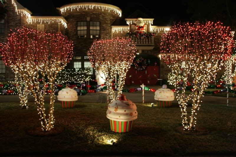outdoor-Christmas-light-decoration-ideas-154 98+ Magical Christmas Light Decoration Ideas for Your Yard 2018