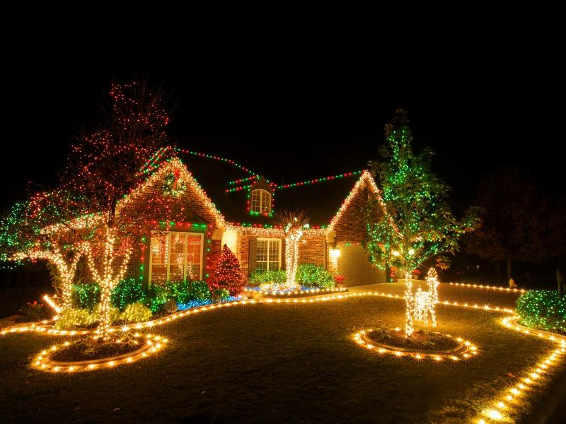 outdoor-Christmas-light-decoration-ideas-166 98+ Magical Christmas Light Decoration Ideas for Your Yard 2018