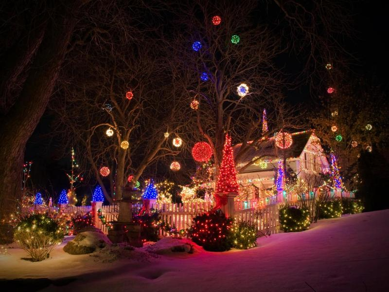 outdoor-Christmas-light-decoration-ideas-167 98+ Magical Christmas Light Decoration Ideas for Your Yard 2018