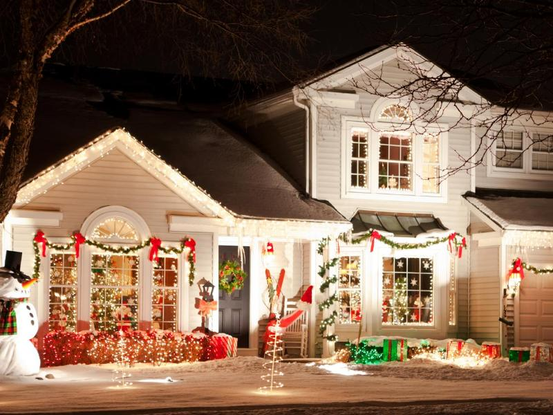 outdoor-Christmas-light-decoration-ideas-168 98+ Magical Christmas Light Decoration Ideas for Your Yard 2018