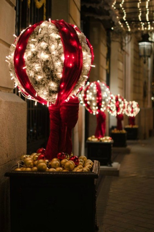 outdoor-Christmas-light-decoration-ideas-22 98+ Magical Christmas Light Decoration Ideas for Your Yard