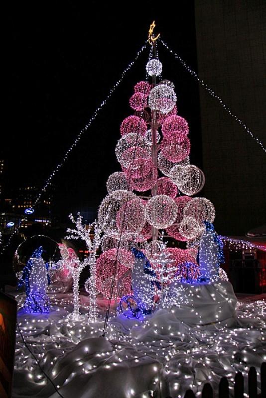 outdoor-Christmas-light-decoration-ideas-26 98+ Magical Christmas Light Decoration Ideas for Your Yard