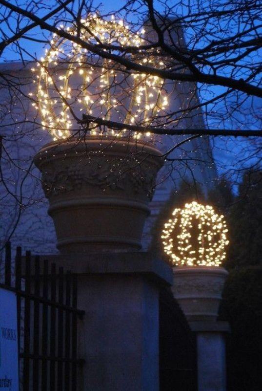 outdoor-Christmas-light-decoration-ideas-31 98+ Magical Christmas Light Decoration Ideas for Your Yard