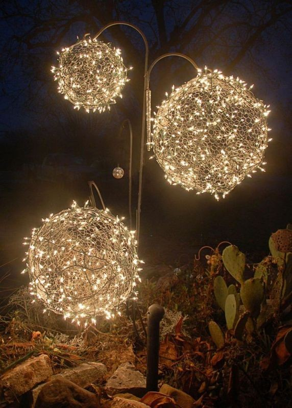 outdoor-Christmas-light-decoration-ideas-37 98+ Magical Christmas Light Decoration Ideas for Your Yard 2018